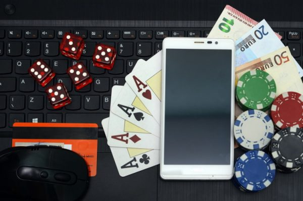 Poker online free apps and Poker rooms to play at